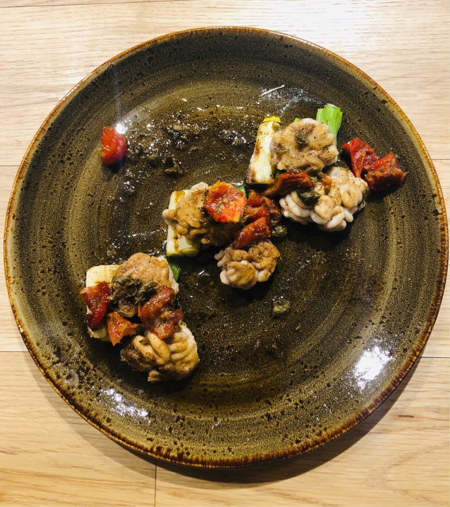 北海道産鱈の白子のソテー岩津葱の炭火焼き焦がしバターのソース