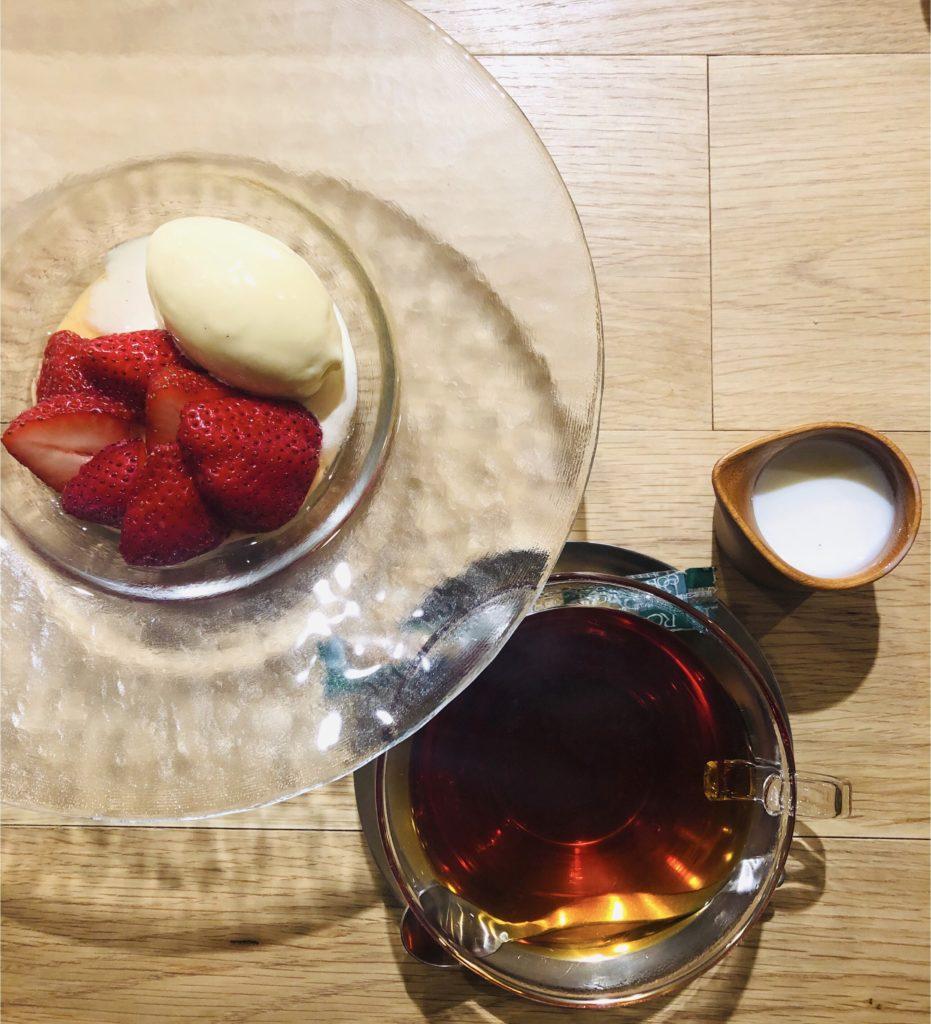 苺のマリネ マスカルポーネアイスクリーム セットの紅茶付