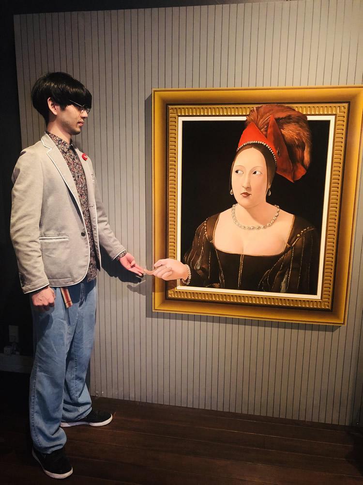 絵画と手を繋ぐ