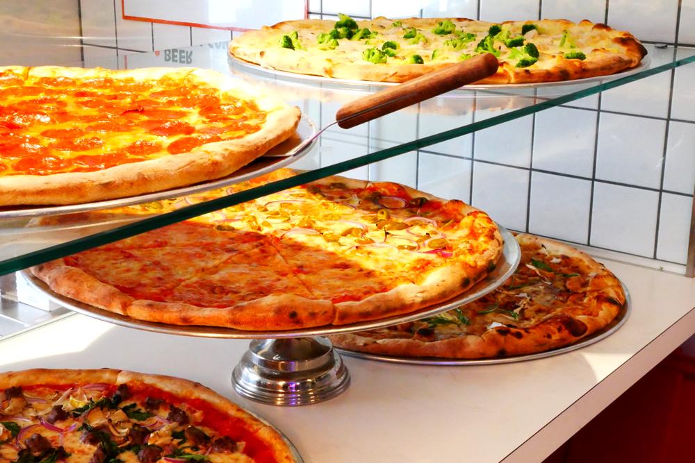 JESUS PIZZA(ジーザスピザ)』アメリカンサイズの超特大ピザ   北野異人館ネット